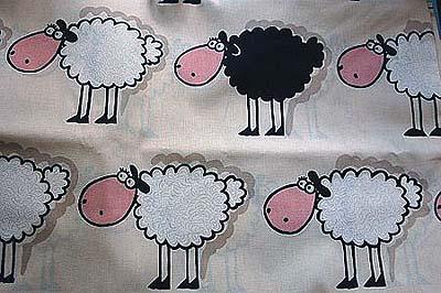stoff mit Schafen drauf