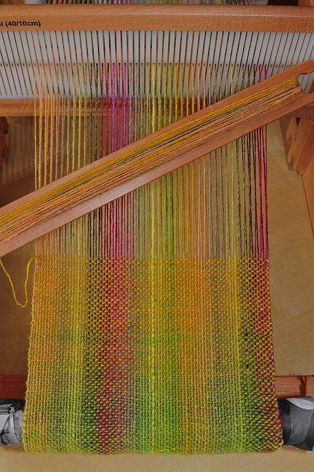 handgewebter Schal aus Noro Sockyarn auf dem Ashford Knitters Loom
