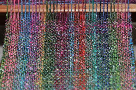 Weben auf dem Rahmen Knitters Loom Noro